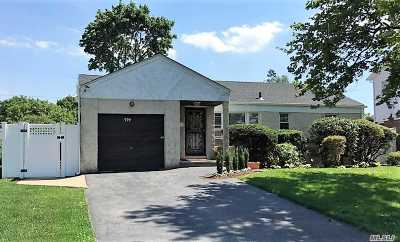 Baldwin Single Family Home For Sale: 722 School Dr