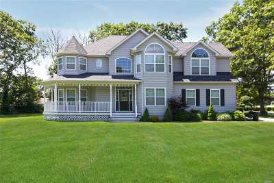 Holtsville Single Family Home For Sale: 2 Southern Way