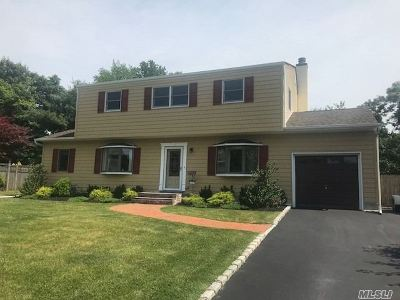 Smithtown Single Family Home For Sale: 56 Crescent Pl