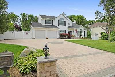 Manorville Single Family Home For Sale: 6 Kimberly Ct