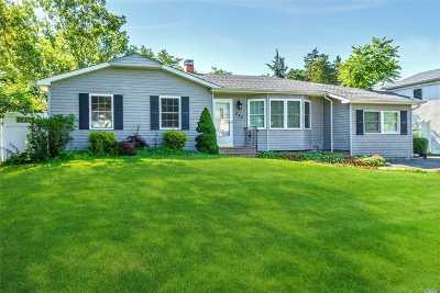 Holbrook Single Family Home For Sale: 233 Greenbelt Pky