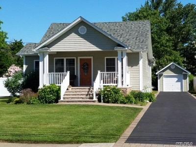 Bay Shore Single Family Home For Sale: 7 Garden Pl