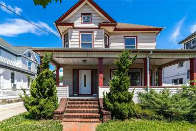 Freeport Single Family Home For Sale: 18 W Milton St
