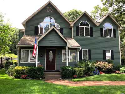 Ronkonkoma Single Family Home For Sale: 44 Parkway Blvd