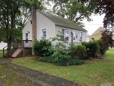 Deer Park Single Family Home For Sale: 150 Wright Ave