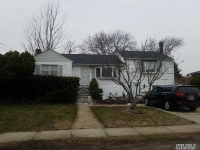 Lindenhurst Single Family Home For Sale: 26 Schley Ave