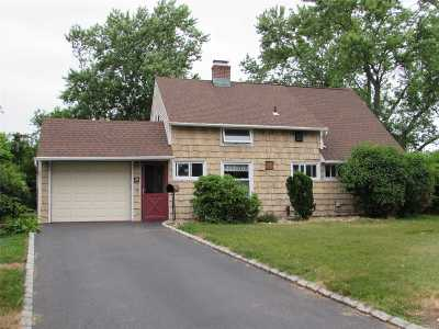 Levittown Single Family Home For Sale: 12 Potter Ln