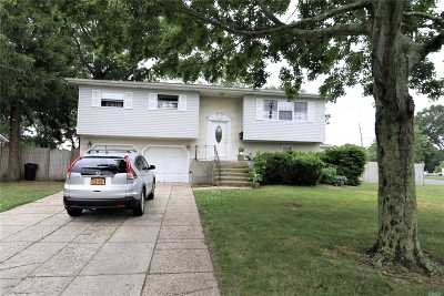 Sayville Single Family Home For Sale: 139 Loop Dr