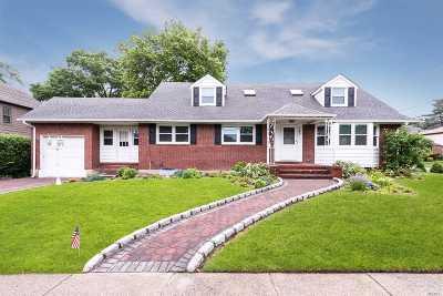 Malverne Single Family Home For Sale: 125 Hempstead Ave