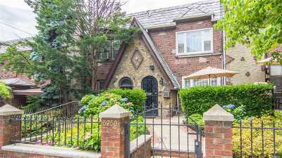 Maspeth Single Family Home For Sale: 52-50 62nd St