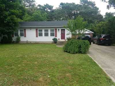 Bay Shore Single Family Home For Sale: 1032 Howells Rd