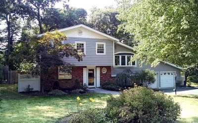 Hauppauge Single Family Home For Sale: 76 Village Ln