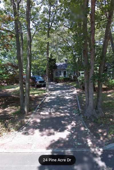 Smithtown Single Family Home For Sale: 24 Pineacre Dr