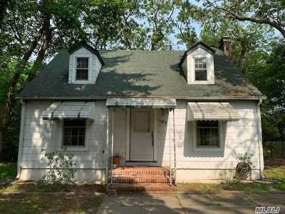 Farmingville Single Family Home For Sale: 1123 Waverly Ave