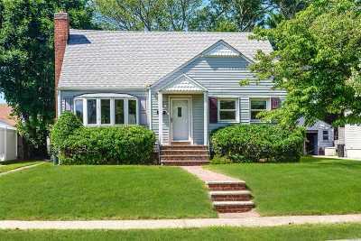 Merrick Single Family Home For Sale: 1661 Foxglove Rd