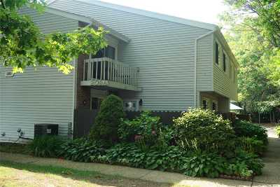 Holbrook Condo/Townhouse For Sale: 209 Springmeadow Dr #A