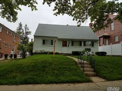Little Neck Single Family Home For Sale: 58-43 254th St