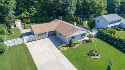 S. Setauket Single Family Home For Sale: 60 Tyburn Ln