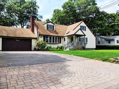 Ronkonkoma Single Family Home For Sale: 210 Avenue C