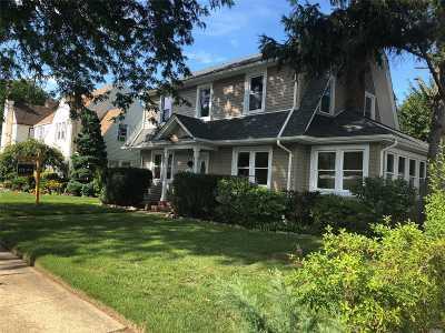 Hempstead Single Family Home For Sale: 63 Meade St