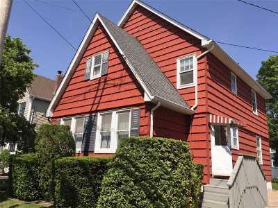 Farmingdale, Hicksville, Levittown, Massapequa, Massapequa Park, N. Massapequa, Plainview, Syosset, Westbury Single Family Home For Sale: 14 Sunset Rd