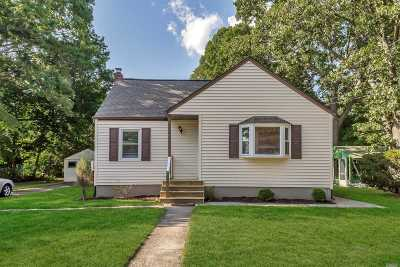Islip Single Family Home For Sale: 51 Walnut St