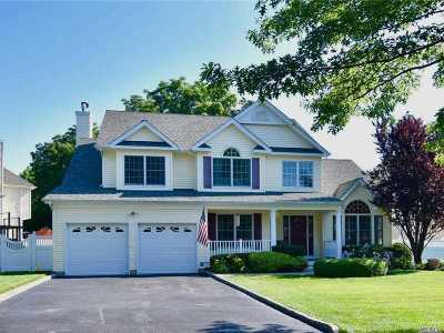 Smithtown Single Family Home For Sale: 10 Franciscan Ln