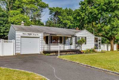 Bay Shore Single Family Home For Sale: 1591 Lincoln Blvd