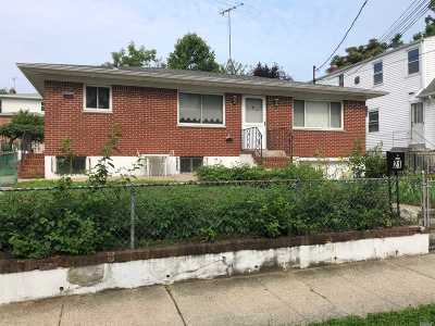 Port Washington Multi Family Home For Sale: 21 Juniper Rd