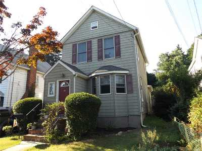 Single Family Home Sold: 27 Old Dock Rd