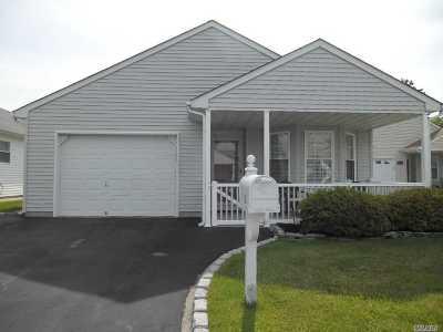 Manorville Condo/Townhouse For Sale: 12 Orange Tree Ct