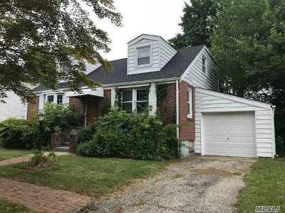 Huntington Single Family Home For Sale: 19 Livingston St