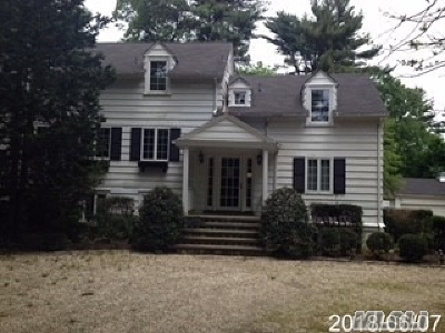 Syosset Single Family Home For Sale: 475 Berry Hill Rd
