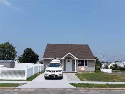Westbury Single Family Home For Sale: 2369 Volante Pl