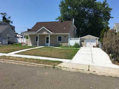 Levittown Single Family Home For Sale: 15 Penny Ln
