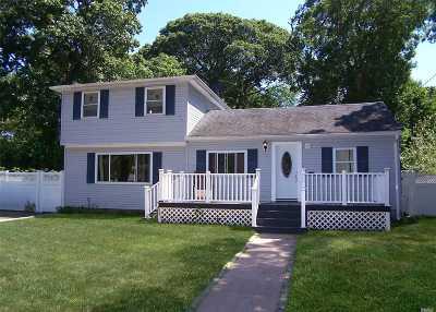Selden Single Family Home For Sale: 72 Oakmont Ave