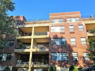 Fresh Meadows Condo/Townhouse For Sale: 71-19 162 St #1