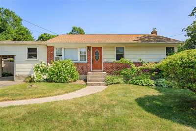 Huntington Single Family Home For Sale: 34 Robert Dr