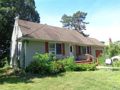Brentwood Single Family Home For Sale: 22 Prospect Dr
