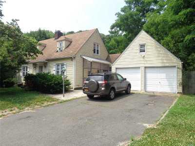 Selden Single Family Home For Sale: 32 Dare Rd