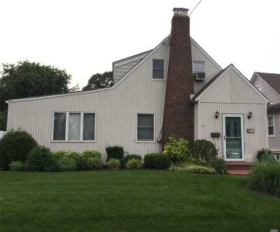 Lynbrook Single Family Home For Sale: 211 Lakeview Ave