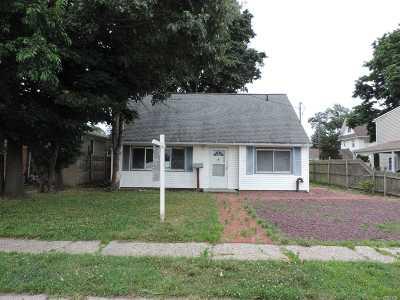 Merrick Single Family Home For Sale: 50 Gildersleeve St