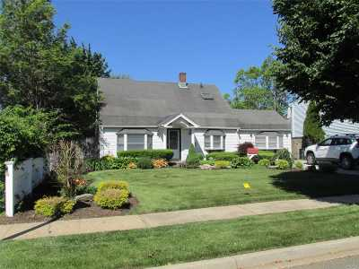 Levittown Single Family Home For Sale: 8 Elmtree Ln