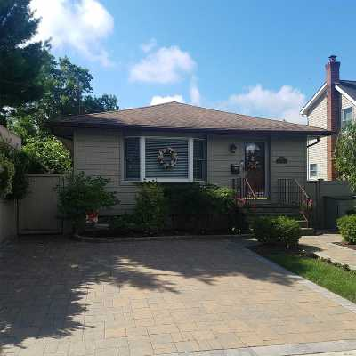 Bellmore Single Family Home For Sale: 2688 Linden St