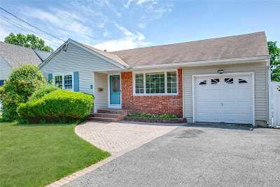 East Norwich Single Family Home For Sale: 8 Whitney Ave