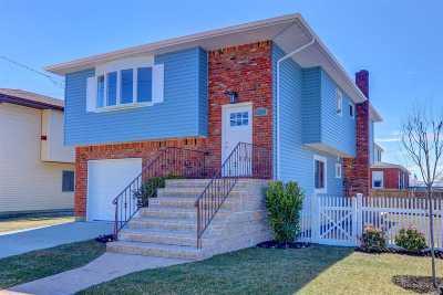 Oceanside Single Family Home For Sale: 477 Deirving St