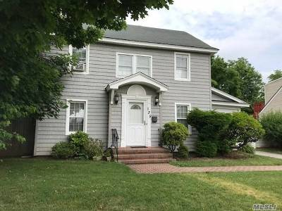Westbury Single Family Home For Sale: 135 Asbury Ave