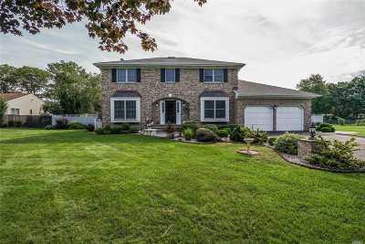 Bohemia Single Family Home For Sale: 423 Johnson Path