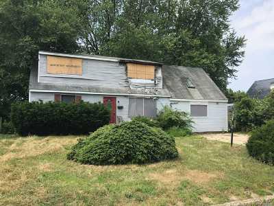 Centereach Multi Family Home For Sale: 24 Arbor Ln