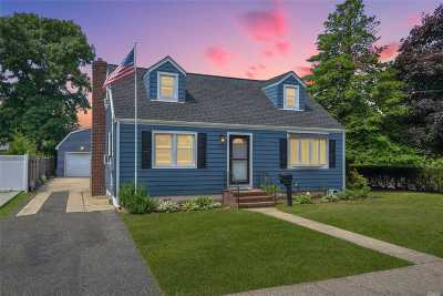 East Meadow Single Family Home For Sale: 292 Maple Ave